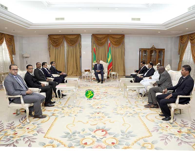 ولد عبد العزيز خلال لقاء مع نقابيين وأطباء يوم 13 فبراير الماضي (وما)