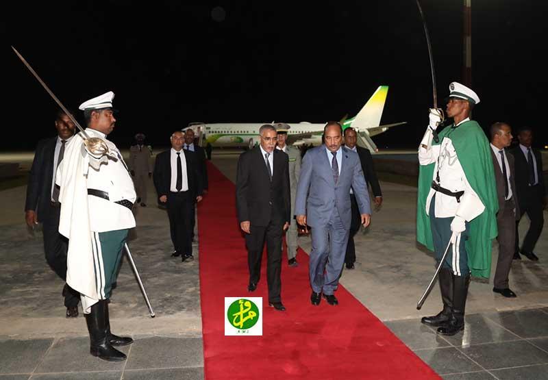 الرئيس الموريتاني محمد ولد عبد العزيز الليلة في مطار نواكشوط قادما من كيغالي (وما)