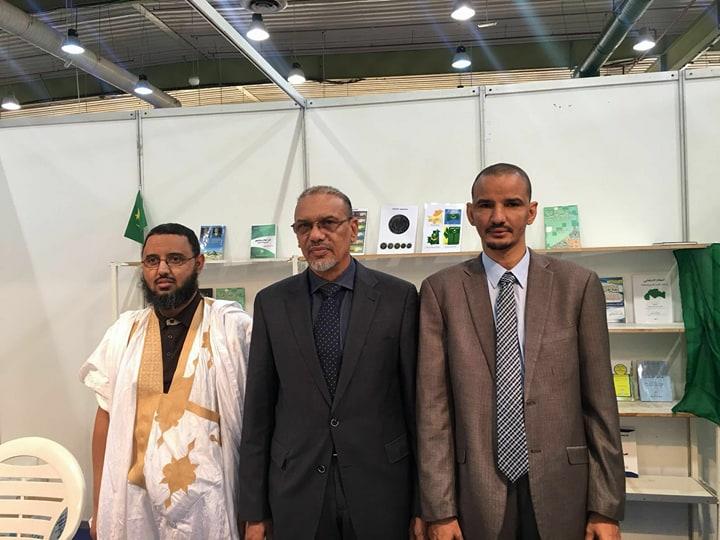 السفير الموريتاني في الكويت حامد حاموني مع ممثلي موريتانيا في المعرض
