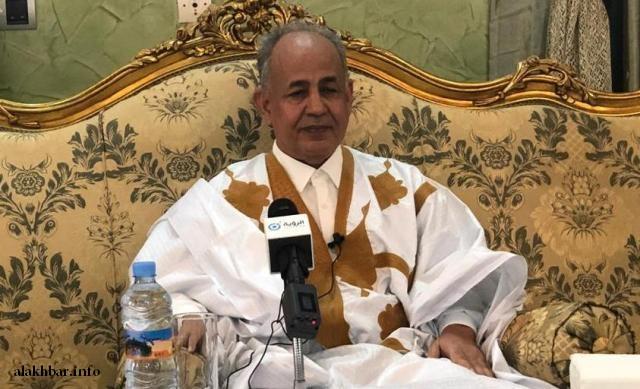 الوزير الأول السابق مولاي ولد محمد الأغظف خلال المؤتمر الصحفي الذي أعلن فيه دعم ولد الغزواني (الأخبار)