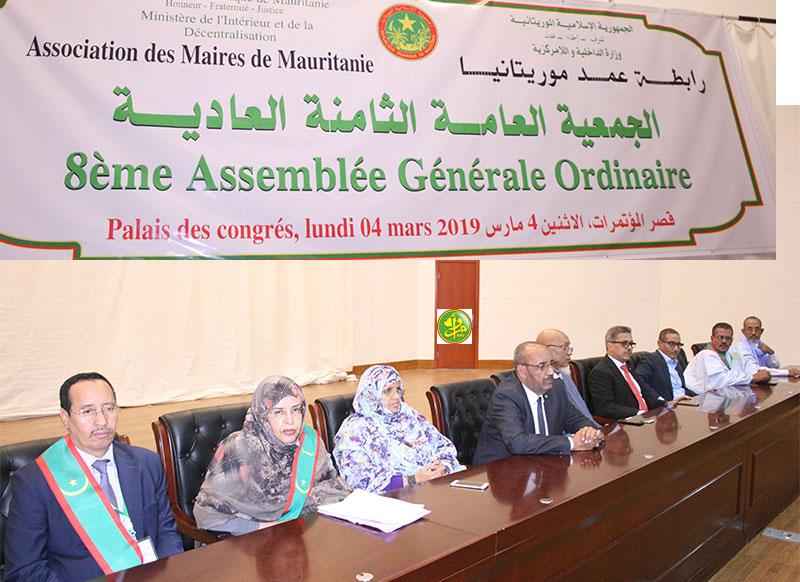 منصة افتتاح الجمعية العامة لرابطة العمد الاثنين في قصر المؤتمرات بنواكشوط (وما)