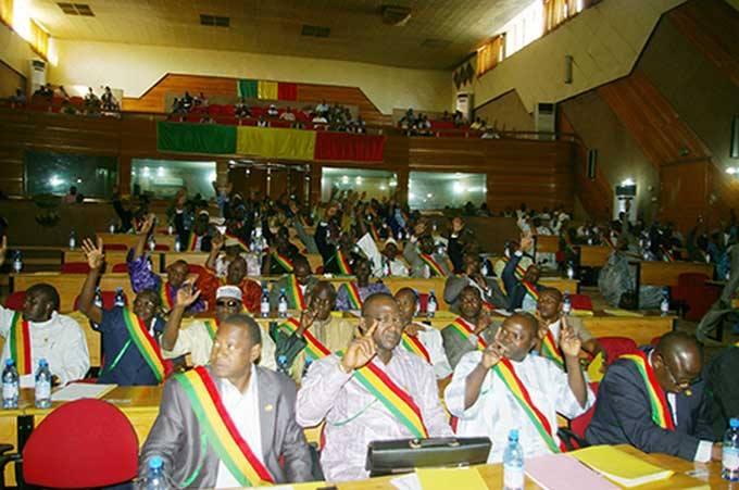 نواب الجمعية الوطنية خلال التصويت على مشروع التعديل الدستوري