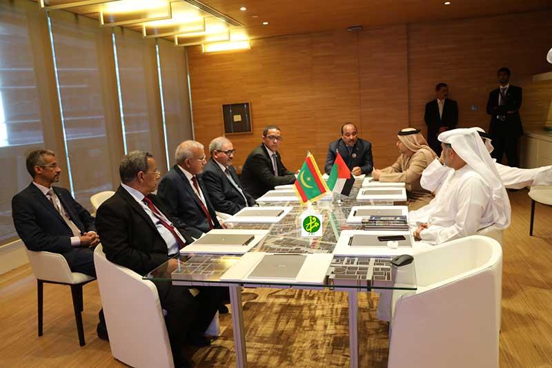 """ولد عبد العزيز مع إدارة شركة """"الظاهرة"""" الإماراتية خلال زيارتها الاثنين (وما)"""