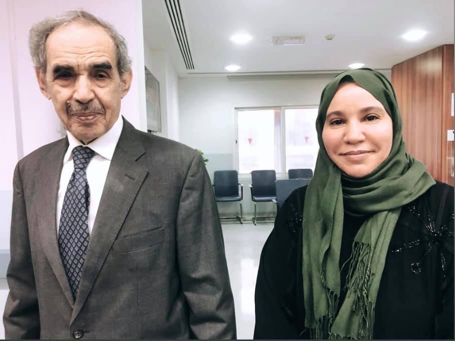 الصحفية عيشه سيد أحمد قامت بالتقاط صورة سيلفي مع ولد الطايع الذي يقيم في المنفى الاختيار في قطر من الإطاحة به في انقلاب عسكري 2005