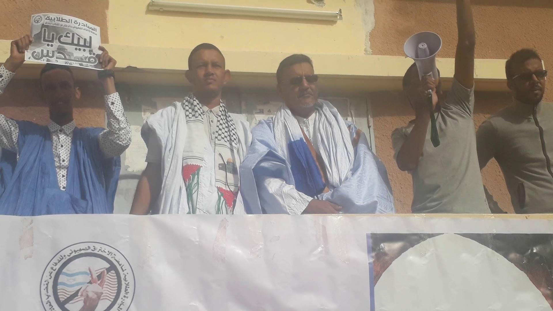 رئيس المبادرة الطلابية ونائب رئيس حزب التكتل على منصة المهرجان