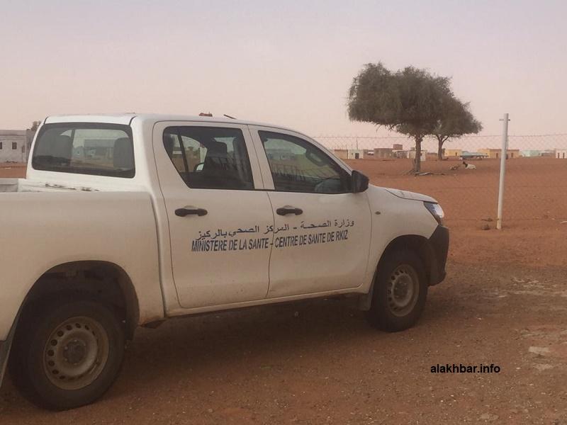 سيارة المركز الصحي بالركيز في قرية آجوير التي سجلت فيها الحالات المرضية (الأخبار)