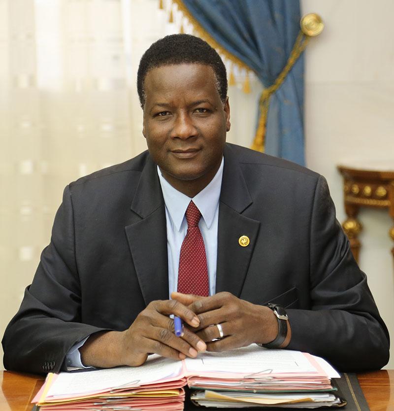 وزير البيئة والتنمية المستدامة آمدي كامرا (وما)