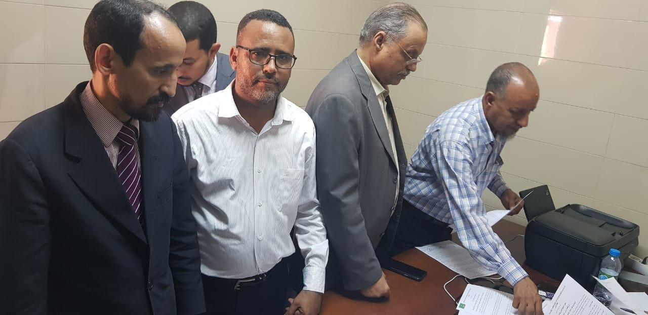مكتب الجالية خلال تسليم الرسالة للمستشار الأول في السفارة الموريتانية في أنغولا