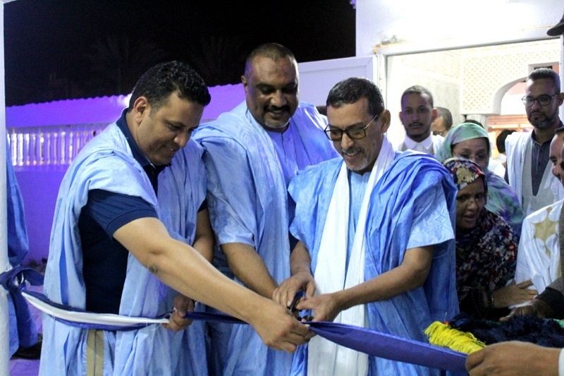منسق نواكشوط، وفيدرالي الحزب الحاكم، ورئيس القسم خلال قص شريط المقر الجديد