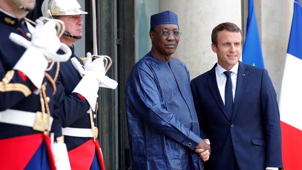 الرئيسان الفرنسي إيمانويل ماكرون واتشادي إدريس ديبي