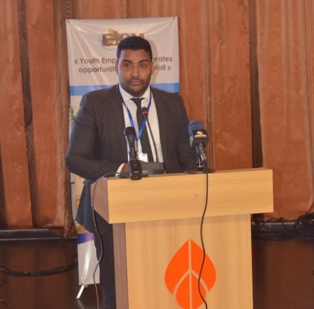 رئيس المجلس الأعلى للشباب بموريتانيا المهندس محمد يحي الطالب إبراهيم خلال إلقاء كلمة باسم المشاركين