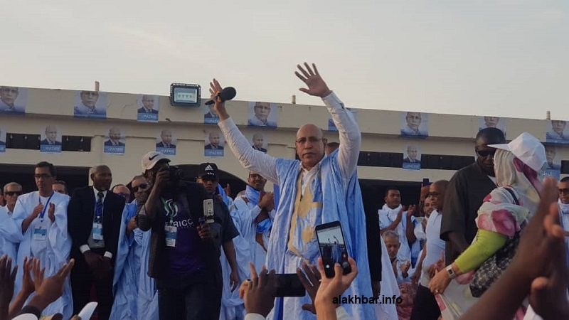 المرشح الرئاسي محمد ولد الغزواني على منصة المهرجان الانتخابي بمدينة الزويرات (الأخبار)
