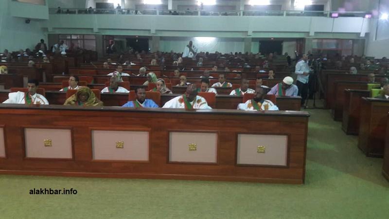 نواب فى البرلمان الموريتاني خلال افتتاح الجلسة الطارئة التي من المقرر أن تختتم يوم غد الخميس (الأخبار)
