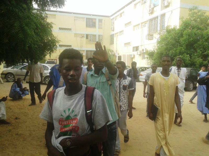 تلاميذ يحتجون داخل مباني وزارة التهذيب على تغيب الأساتذة عن التدريس