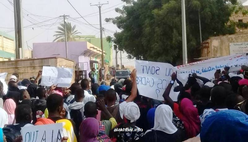 التلاميذ في سيلبابي خلال احتجاجهم اليوم (الأخبار)
