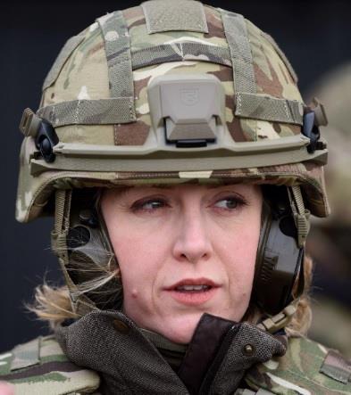 بيني مور دونت: وزيرة الدفاع البريطانية