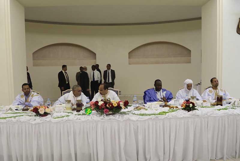 الرئيس الموريتاني محمد ولد عبد العزيز خلال إشرافه على انطلاقة فعاليات الإحياء الرمضاني (وما)
