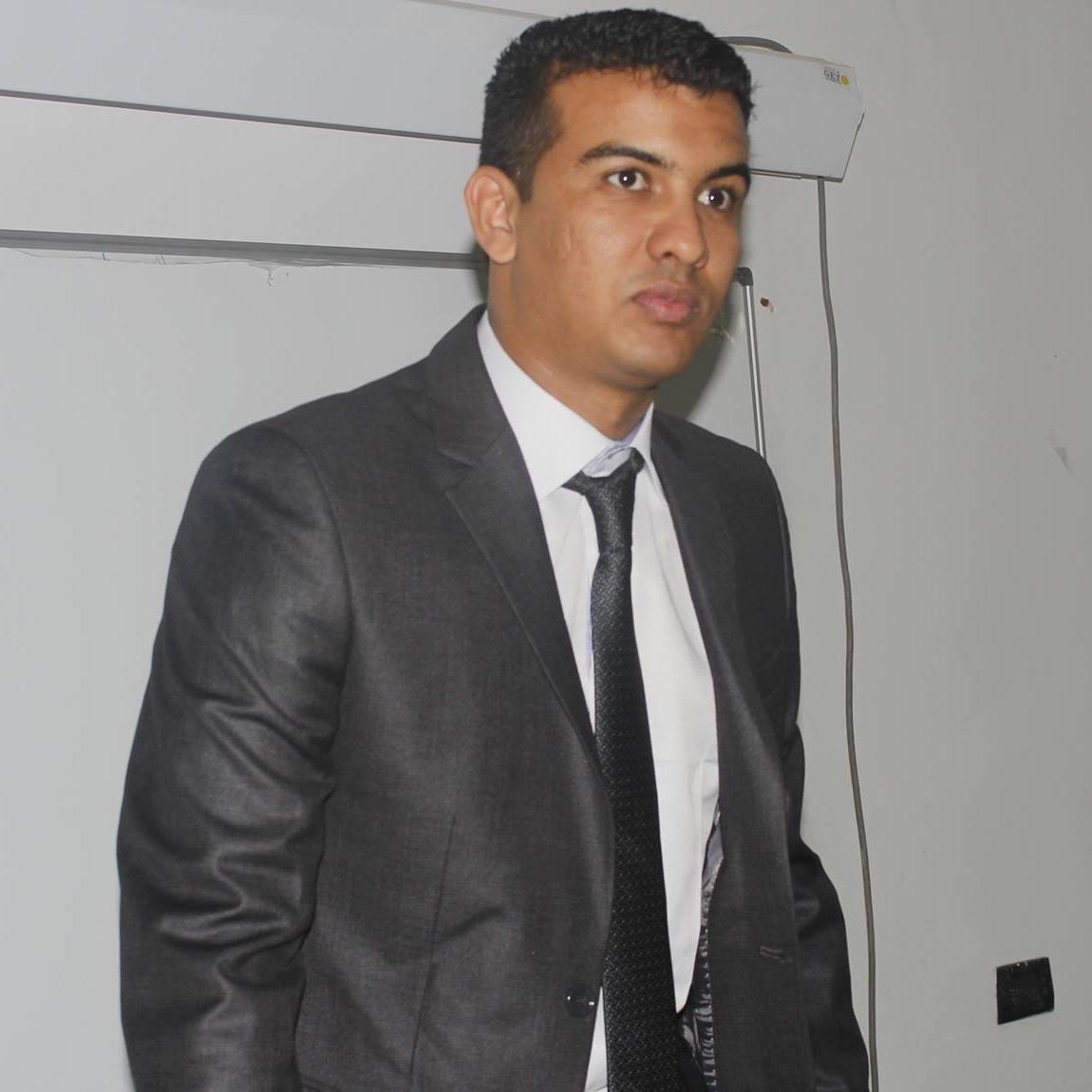 محمد/ محمد عال - صحفي باحث دكتوراه إعلام