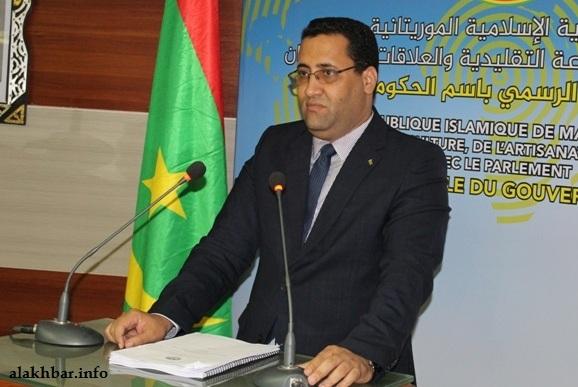 وزير الاقتصاد والمالية المختار ولد اجاي خلال مؤتمر صحفي سابق (الأخبار - أرشيف)