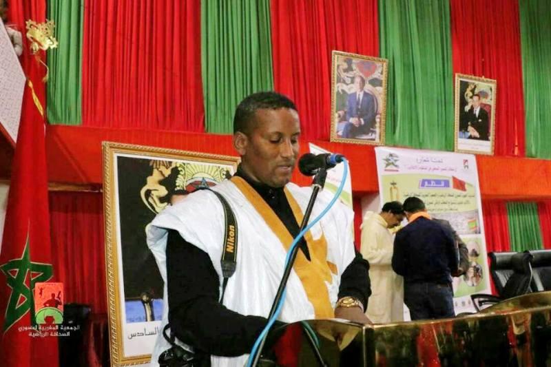 رئيس جمعية المصورين الموريتانيين أحمدو الحراكي خلال كلمته في الملتقى الدولي بالعيون