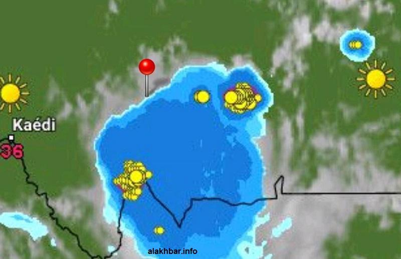 انتشار السحب الممطرة شرق ووسط البلاد، وتوقع تقدمها غربا وجنوبا (توجد الإشارة عند مدينة كيفة)