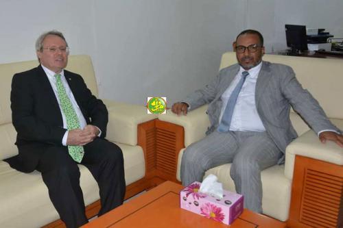 رئيس اتحاد أرباب العمل خلال لقائه بالسفير الفرنسي اليوم الأربعاء - AMI