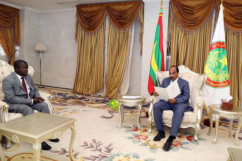 ولد عبد العزيز خلال استقباله للمبعوث الخاص للرئيس البيساو غيني (وما)