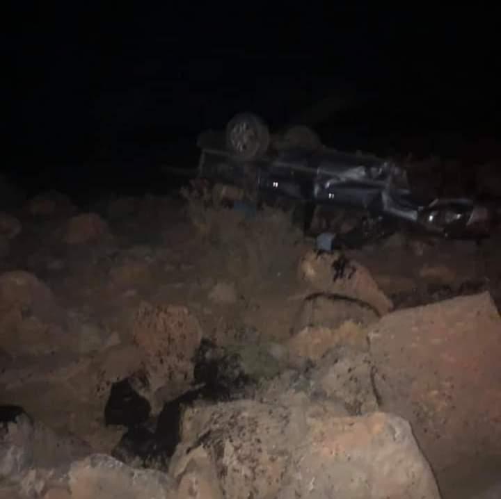 السيارة التي تعرضت للحادث على الطريق الرابط بين شنقيط وأطار