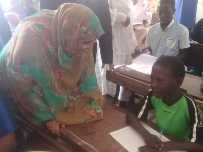 وزيرة التهذيب داخل أحد مراكز الامتحان في نواكشوط