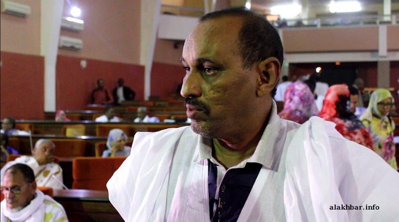 رئيس حزب الصواب عبد السلام ولد حرمة خلال حديثه للأخبار اليوم من داخل القاعة الرئيسية للبرلمان