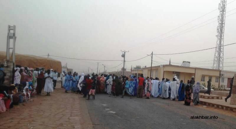 منمون يغلقون الطريق الرئيسي في مدينة العيون مساء اليوم للمطالبة بالأعلاف (الأخبار)