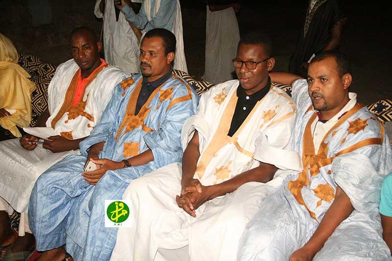 أعضاء في المجلس الأعلى للشباب خلال الأمسية الختامية في تيارت (وما)