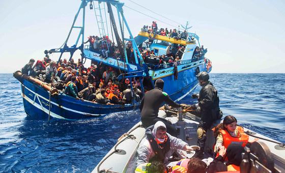 صورة لعمية إنقاذ مهاجرين غير نظاميين نشرتها الأمم المتحدة على موقعها الإلكتروني مع البيان