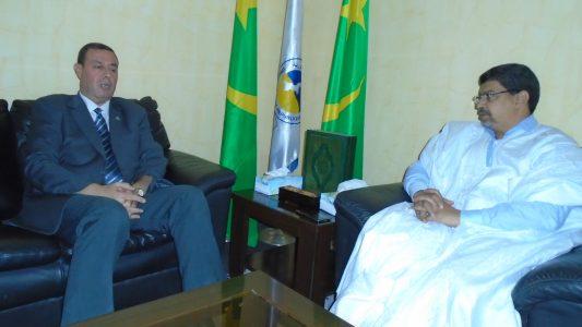 ولد محم خلال لقائه مع سفير فلسطين في موريتانيا دياب نمر اللوح