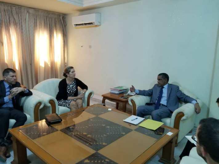 مدير وكالة التضامن حمدي ولد المحجوب خلال لقائه مع مساعدة نائب وزير الخارجية الأمريكي ويتني بيرد (وما)
