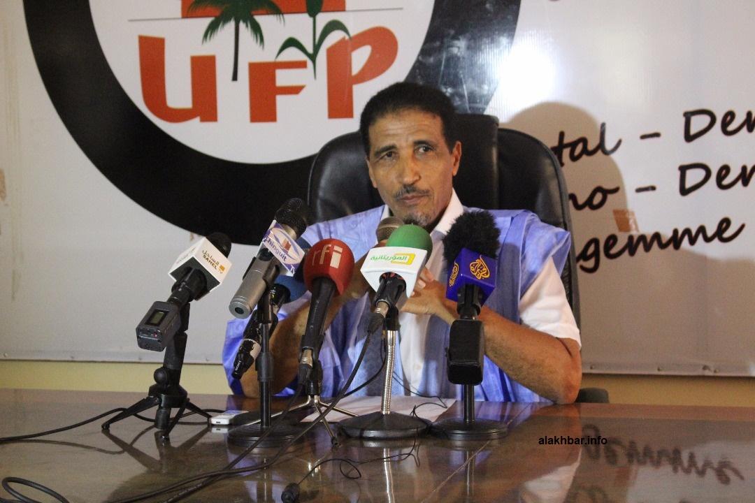 المرشح الرئاسي ورئيس حزب اتحاد قوى التقدم محمد ولد مولود خلال مؤتمر صحفي ظهر اليوم (الأخبار)