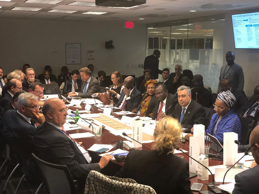 أعضاء في الوفد الموريتاني خلال اجتماعاع مساء أمس الخميس
