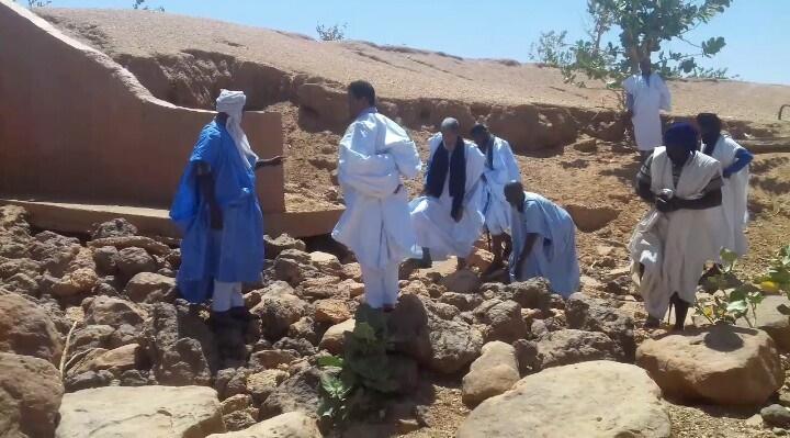 النائب ولد اعل محمود أثناء زيارته لإحدى القرى التابعة لمركز مالي الإداري بولاية البراكنه