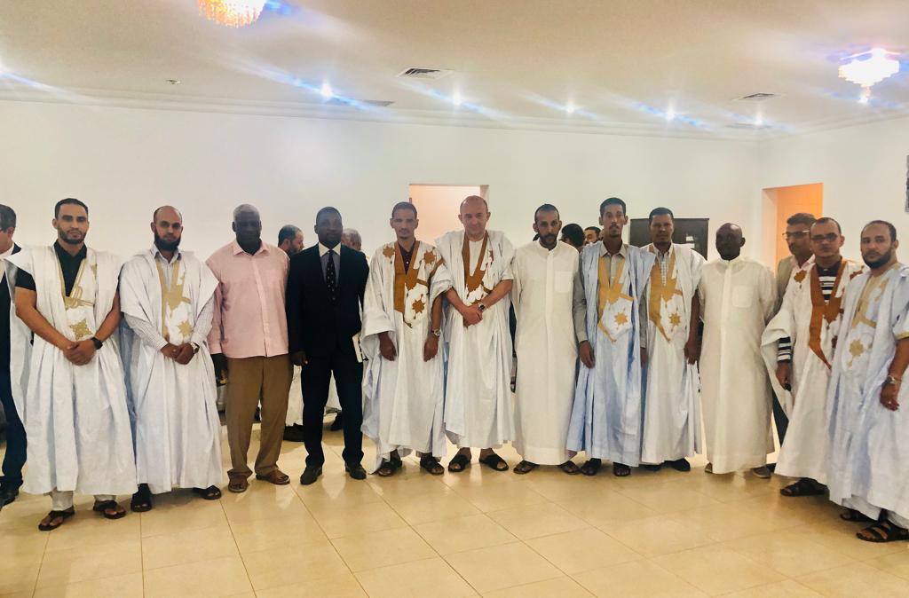 السفير الموريتاني في الكويت مع أفراد الجالية