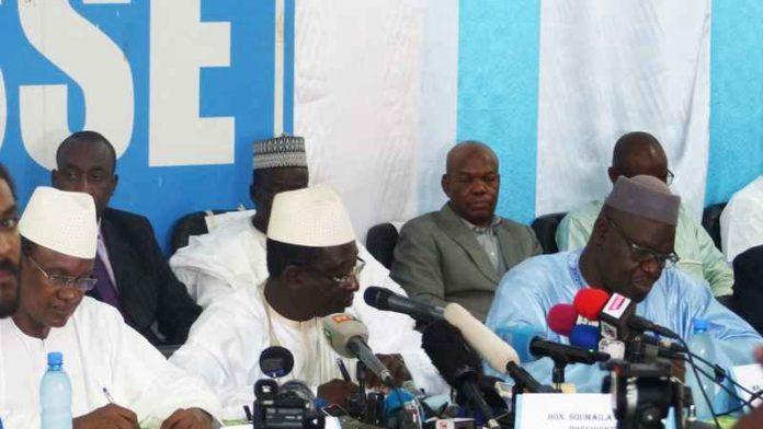 مشاركون في الجولة الأولى من الانتخابات الرئاسية المالية خلال مؤتمر صحفي بباماكو.