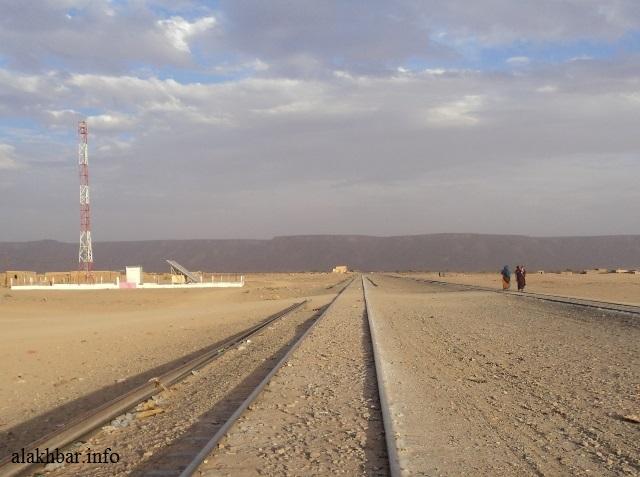 السكة الحديدية تعبر مدينة شوم في طريقها من الزويرات إلى نواذيبو ـ (أرشيف الأخبار)