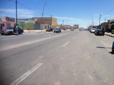 جانب من أحد شوارع نواذيبو بعيد انتهاء المناوشات (تصوير الأخبار)