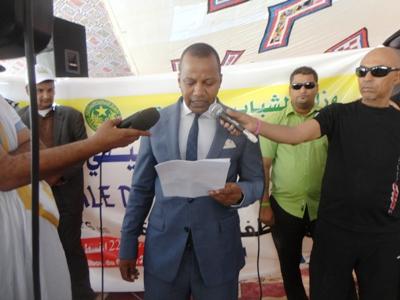 وزير الشباب والرياضة محمد جبريل أثناء كلمته زوال اليوم في نواذيبو (تصوير الأخبار)