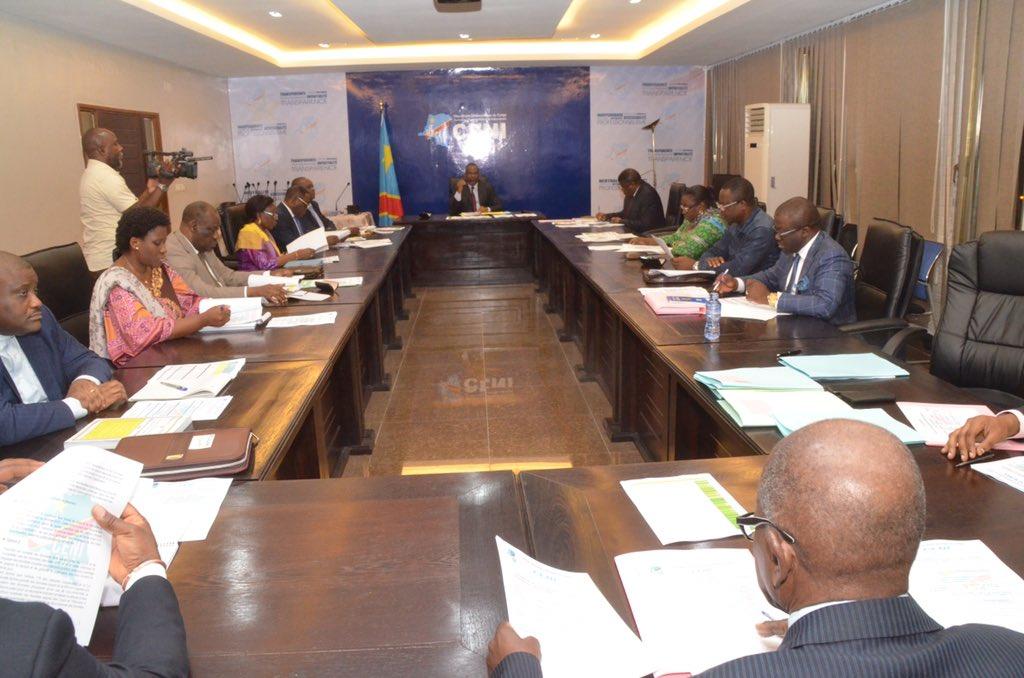 مفوضية الانتخابات خلال اجتماع لمداولات النتائج.