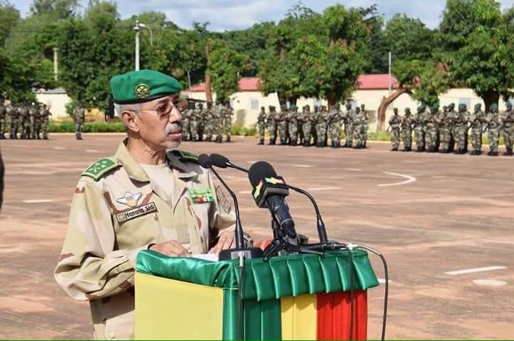وزير الدفاع الموريتاني الجنرال حننا ولد سيدي لدى استعراض إنجازاته على رأس قوة الساحل