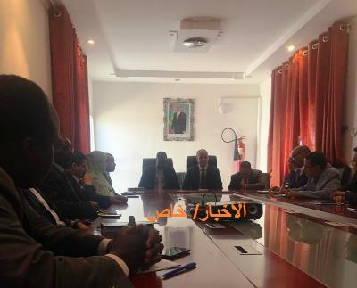 أول اجتماع ضم الرئيس الجديد والمنصرف في مباني المنطقة الحرة/ تصوير الأخبار
