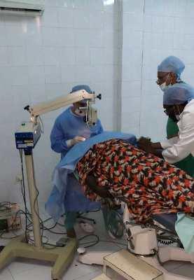 جانب من احدى العمليات الجراحية / صورة للبلدية