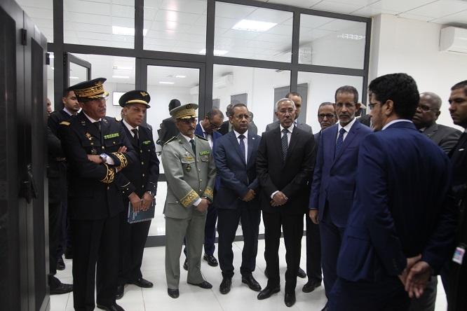 الوزير الأول والوفد المرافق له خلال جولتهم في المركز