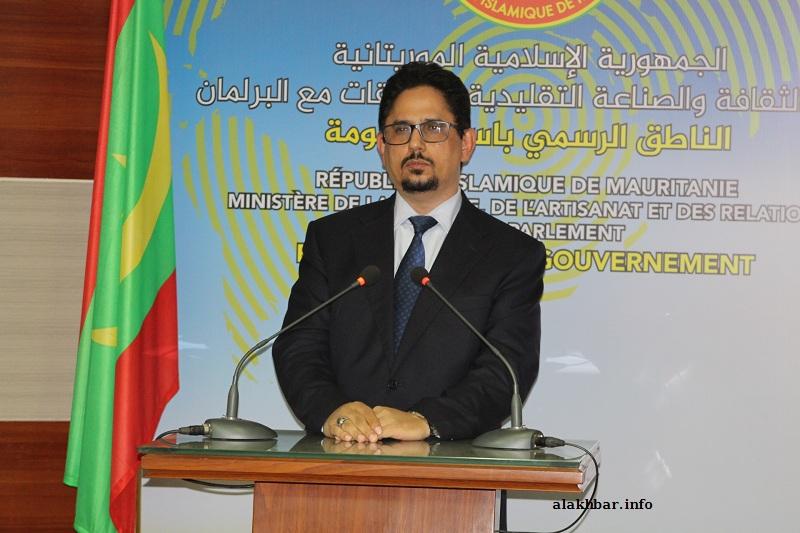 الناطق باسم الحكومة محمد الأمين ولد الشيخ خلال مؤتمر صحفي ظهر اليوم (الأخبار)