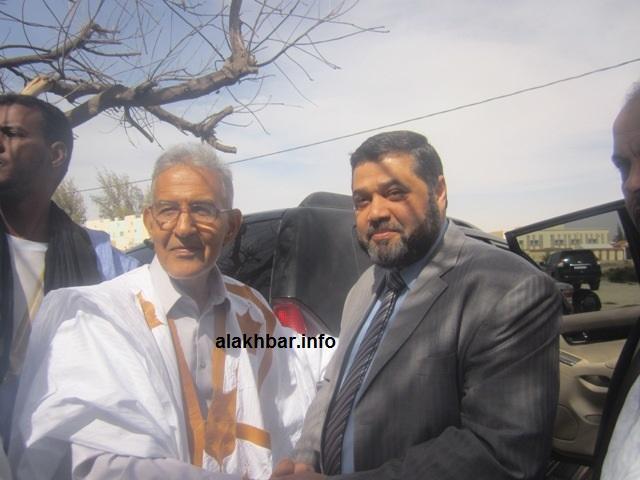 رئيس حزب التكتل مع القيادي بحركة حماس أسامة حمدان خلال زيارة قام بها الأخير لنواكشوط(الأخبار / أرشيف)